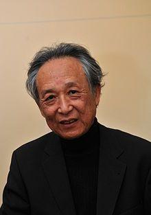 Gao Xingjian, né le 4 janvier 1940 à Ganzhou en Chine, est un écrivain, dramaturge, metteur en scène et peintre français d'origine chinoise qui a obtenu le Prix Nobel de littérature en 2000.