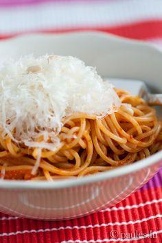 """Nun kenne ich mich schon so lange und kann mich dennoch selbst überraschen. Obwohl ich eigentlich keine dünnen Spaghetti mag, verguckte ich mich spontan in das Foto auf """"What did you eat?"""". Auch da..."""