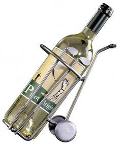 Ein Weinflaschenhalter in Golfcaddy Format. Das ist das perfekte und extravaganteGeschenk für Golfer, die im Anschluss eine Runde den Abend gemütlich bei einem Gläschen ausklingen lassen