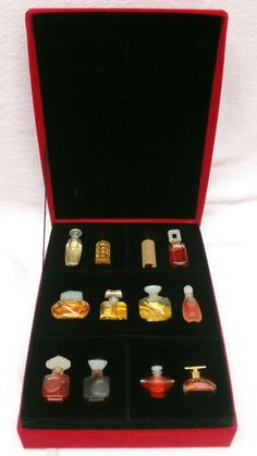 Rare and Hard to Find. Tuscany Per Donna. Estee Lauder Gift Set, Estee Lauder Fragrances, Estee Lauder Youth Dew, Perfume Gift Sets, Perfume Oils, Estee Lauder White Linen, Estee Lauder Beautiful Perfume, Mini Bottles, Vintage Perfume