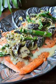 Grilled Salmon with Asparagus, Leeks and Mushrooms