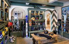 Ski House Decor Design Ideas, Pictures, Remodel, and Decor Kayaks, Rustic Entry, Entry Way Design, Ski Chalet, Chalet Style, Decoration Inspiration, Home Design Decor, Design Ideas, Mudroom