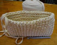 cartera trapillo (9) Love Crochet, Learn To Crochet, Knit Crochet, Crochet Needles, Crochet Stitches, Crochet Patterns, Crochet Phone Cases, Fabric Christmas Trees, T Shirt Yarn