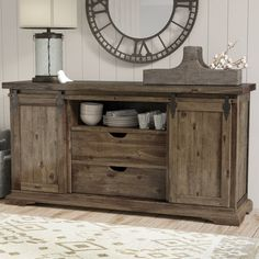 14 Brilliant Fresh Rustic Farmhouse Remodel Ideas For New Look - Rearwad Hacienda Kitchen, Farmhouse Style Kitchen, Modern Farmhouse Kitchens, Farmhouse Decor, Dining Room Sideboard, Sideboard Buffet, Dining Rooms, Buffet Tables, Console Table