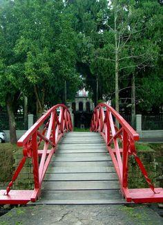 - Ponte na Cidade Imperial. Cidade de Petrópolis no Estado do Rio de Janeiro.