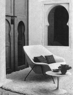After more than six decades, Knoll is pleased to reintroduce the Model 73 Womb Settee, the double-wide version of Eero Saarinen's classic Model 70 Womb Chair. Sofa Design, Interior Design, Womb Chair, Eero Saarinen, Contemporary Classic, Modern, Moroccan Design, Take A Seat, Settee