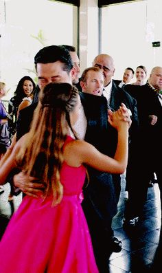 Look at all of them being happy and dancing and happy and content and smiling and then there's just Steve and Danno in the background just dancing together GAh this scene I just cANT! Scott Caan, Ncis Los Angeles, History Of Television, Grace Park, Dance Choreography Videos, Hawaii Five O, Tv Times, Best Series, Just Dance