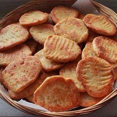 Keksz Blog: Ropogós sajtos keksz Cookery Books, Crumpets, Healthy Cookies, Winter Food, Cake Cookies, Bakery, Food And Drink, Sweets, Snacks