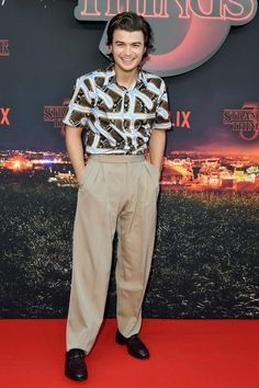 Things ropa Best Dressed Men Of The Week Joe Keery at the Stranger Things 3 premiere rocking. Best Dressed Men Of The Week Joe Keery at the Stranger Things 3 premiere rocking the wide legged trouser Austin Butler, Teen Choice Awards, Dylan Sprouse, Joe Kerry, Le Grand Rex, Funny Interview, Stranger Things Steve, Wide Trousers, Best Dressed Man