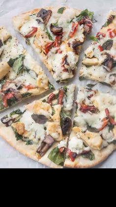 A quick and easy Chicken Spinach Flatbread Recipe made with a mixture of chicken, spinach and mushrooms topped with cheese and a drizzle of olive oil. Naan Pizza, Pesto Pizza, Pizza Mozzarella, Nan Bread Pizza, Feta Cheese Pizza, Grilled Flatbread Pizza, Philly Cheese Steak Pizza, Salmon Pizza, Recipes