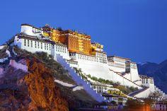 Potala Palace in Lhasa, Tibet  © DiBrova | iStock