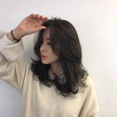 The Effective Pictures We Offer You About dark hair styles bob A quality picture can tell you many t Bangs With Medium Hair, Medium Hair Cuts, Medium Hair Styles, Curly Hair Styles, Korean Medium Hair, Korean Wavy Hair, Asian Short Hair, Korean Curls, Short Hair Korean Style