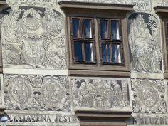 Pilsen - Részlet a városháza homlokzatát borító sgrafittókból