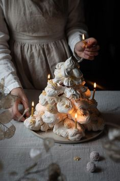 meringue tower for Christmas. shaped like a tree with raspberry coconut truffles and raspberry compote and coconut cream. Photography Tea, Amazing Food Photography, Dark Food Photography, Christmas Food Photography, Chocolate Stars, Coconut Truffles, Log Cake, Cupcakes, Muffins