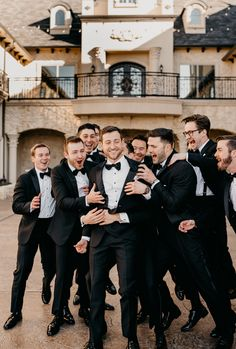 Wedding Photo List, Wedding Picture Poses, Wedding Photography Poses, Wedding Poses, Wedding Photoshoot, Wedding Portraits, Wedding Pictures, Groomsmen Wedding Photos, Groomsmen Poses