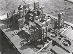 Kenzo Tange in front of his Plan for Tokyo in 1960 ESPAÑOL Metabolism was the most important urban architectural, artistic and philo. Fumihiko Maki, Japanese Architecture, Concept Architecture, Modern Architecture, Architecture Models, Kenzo Tange, Tsukiji, Metabolist, Cities