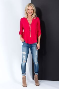 Take a look at 10 ways to wear a red top work outfit and look good in the photos below and get ideas for your own amazing work outfits! Casual summer work outfit with a sleeveless red top, dark skinny… Continue Reading → 50 Fashion, Look Fashion, Daily Fashion, Classic Fashion Outfits, Street Fashion, 40 Year Old Womens Fashion, Fashion 2018 Casual, Spring 2018 Fashion Trends, Latest Fashion