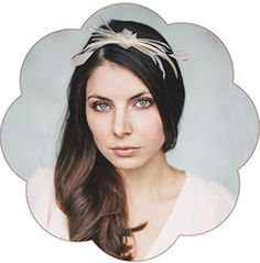 Blüte Haarreif mit Federn in Pastelltönen aus feinster Seiden-Organza für Hochzeiten, Standesamt.