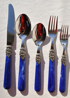 """5 Pc Setting Napolean Marble Blue Stainless Flatware By Eme Inox 18-10 Italy  (999-D218)  Up for sale is this pretty Napoleon blue marble flatware by Eme 5 piece place setting. They are marked """"Inox 18-10 Italy"""" and are in great used condition. The handles are marbled acrylic with a scroll plume accent and are European sized. The current retail price is $88.00 per place setting. These would make a beautiful addition to your table setting."""