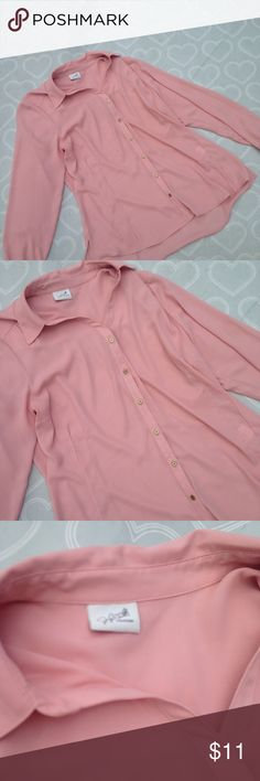 Women's top size large Brand- Jaclyn smith-- EUC women's button down top size large Jaclyn Smith Tops Blouses