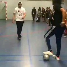 Football Tricks, Goals Football, Football Workouts, Football Memes, Super Funny Videos, Funny Videos For Kids, Funny Short Videos, Soccer Footwork Drills, Soccer Training Drills