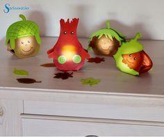 Stimmungsvolle herbstliche Tischdeko: Teelichthalter in den Motiven Eichel…