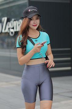 【凯恩魔BUY作品】情迷紧身喇叭裤 【套图+视频】-魔镜原创摄影-魔镜街拍_魔镜原创_原创街拍_高清街拍_街拍美女_搭讪美女_紧身美女_遇到最好的街拍摄影作品! Sexy Outfits, Girl Outfits, Cute Outfits, Cute Asian Girls, Cute Girls, Girls In Leggings, Sexy Jeans, Beautiful Asian Women, Girl Fashion