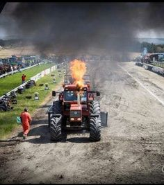 New Holland Ford, Tractor Pulling, Old Tractors, Heavy Equipment, Fiat, Monster Trucks, Farming, Vehicles, Tractor