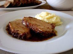 Lomo de cerdo al horno en salsa de vino y ciruelas pasas