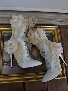 Viktorianische Hochzeit Stiefel Beige Rosen Spitze weißes wedding dresses with boots lace MADE TO ORDER Victorian Wedding Boots Beige Roses Lace White Faux Leather Lace Up Ankle Boots Lace Up Ankle Boots, Shoe Boots, Beige Boots, Cute Shoes, Me Too Shoes, Comfy Shoes, Wedding Boots, Wedding White, Character Outfits