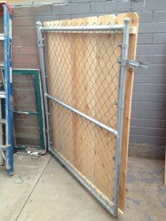 Patio privacy screen diy chain links 48 New Ideas Chain Link Fence Cover, Chain Link Fence Privacy, Chain Fence, Diy Privacy Fence, Patio Privacy Screen, Privacy Fence Designs, Diy Fence, Backyard Fences, Backyard Projects