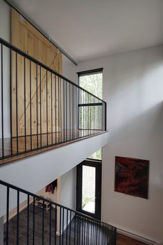 La Cache is a forest house situated in the Lanaudière region north of Montreal, Canada, at the heart of a spruce forest. Nathalie Thibodeau Architecte designed this forest house in Loft Railing, Modern Railing, Stair Railing Design, Iron Stair Railing, Staircase Railings, Modern Stairs, Balcony Railing, Banisters, Interior Stairs