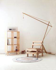 librero, silla y lampara que pueden hacerse sin dificultad.