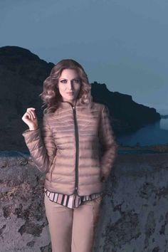 Piumino color oro, con zip sul davanti e tasche invisibili! #Lindas #piumini #giacconi  #giubbotti  #inverno #capispalla #fashion #abbigliamento   Per tanti altri capi, visita il nostro sito www.Linda's.it ♥
