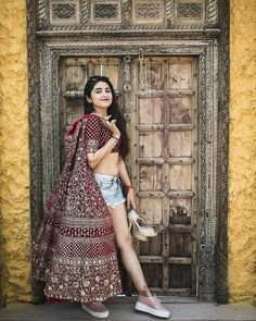 61 Fabulous Bridal Poses For The Stunning Bride-to-be – Cafe Racers Wedding Lehnga, Indian Wedding Couple, Desi Wedding, Fall Wedding, Wedding Dress, Wedding Season, Indian Wedding Photography Poses, Bride Photography, Photography Ideas