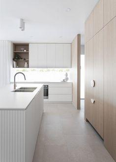 Timber Kitchen, Stone Kitchen, Kitchen Flooring, Kitchen White, Home Design Floor Plans, Contemporary Kitchen Design, Kitchen Tops, Kitchen Cabinetry, Home Projects