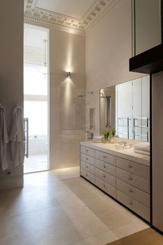 Off white bathroom by Todhunter Earl