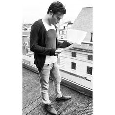 I'm Chuck Bass, Ed Westwick, Gossip Girl, Hipster, Reading, Men, Fictional Characters, Style, Swag