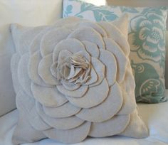25 Ways to Make Pillows