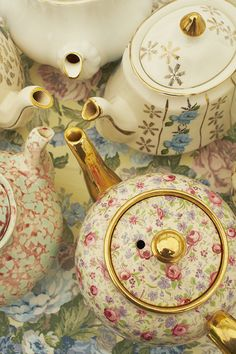 Gorgeous vintage teapots I would love to have these for my collection