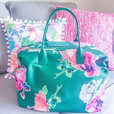 Kate Spade weekender bag // Stylish Sassy and Classy