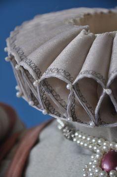 - Source by - Costume Renaissance, Renaissance Dresses, Renaissance Fashion, Medieval Clothing, Historical Costume, Historical Clothing, 16th Century Fashion, Ruff Collar, Tudor Costumes