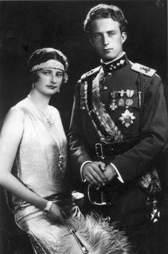 1983 Décès de Léopold III  /  Il fut le quatrième roi des Belges, du 23 février 1934 au 16 juillet 1951. Il était le fils d'Albert Ier et d'Élisabeth. /  Face à la menace allemande, en 1936, le Gouvernement belge décida la neutralité de la Belgique alors qu'elle avait été jusque-là l'alliée de la France et du Royaume-Uni; ce qui n'empêcha pas la Belgique d'être envahie par l'Allemagne le 10 mai 1940.