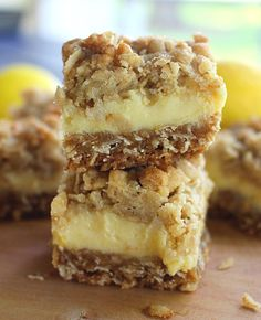 Creamy Lemon Crumb Bars - Recipes to try - Desserts Paleo Dessert, Dessert Oreo, Pudding Desserts, Lemon Desserts, Lemon Recipes, Köstliche Desserts, Dessert Bars, Sweet Recipes, Dessert Recipes