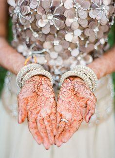 henna, pretty dress too (bridesmaid? Mehendi, Mehndi Art, Henna Mehndi, Henna Art, Henna Tattoos, Next Wedding, Dream Wedding, Wedding Stage, Wedding Hair