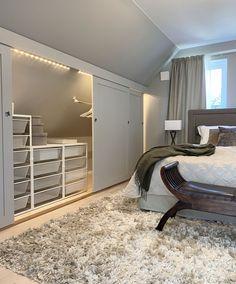 Attic Bedroom Storage, Attic Master Bedroom, Upstairs Bedroom, Bedroom Loft, Master Bedroom Design, Attic Bedroom Designs, Attic Closet, Small Attic Room, Attic Rooms