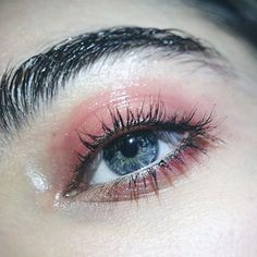 Glossy makeup and wet brow