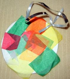 Christmas Craft :: Stained Glass Ornament on http://www.stockpilingmoms.com