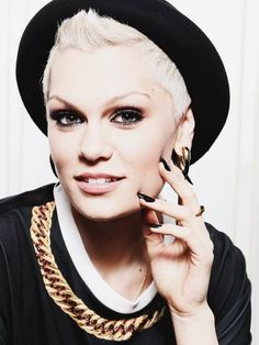 Jessie J cool and quiffy hair Jarvis Devine Goddess, Celebrity Gossip, Celebrity Style, Divas, Jessica Grace, Bae, Natural Hair Styles, Short Hair Styles, Jessie J