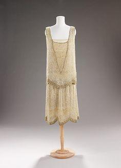 Edward Molyneux  (French, born Britain, 1891–1974)    Date:      1925  Culture:      French  Medium:      silk, rhinestones
